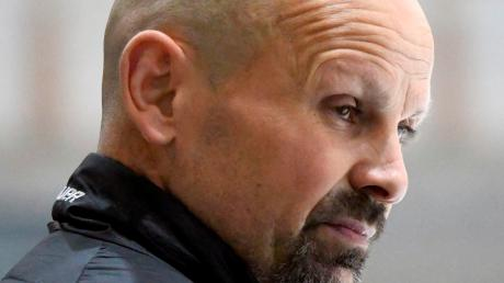 Sichtlich unzufrieden: EHC-Trainer Waldemar Dietrich.