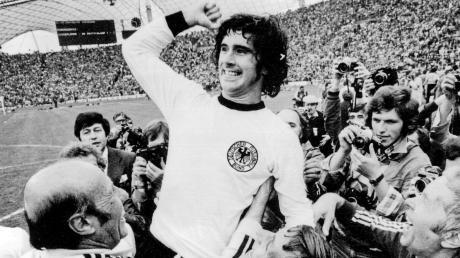 Einer der größten Momente im Leben von Gerd Müller. Zum 2:1-Sieg der deutschen Nationalmannschaft im WM-Finale 1974 steuerte er einen Treffer bei.