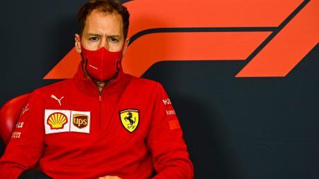 Sebastian Vettel beieiner Medienkonferenz vor dem Großen Preis der Emilia Romagna. Auch dort lief das Rennen alles andere als rund.
