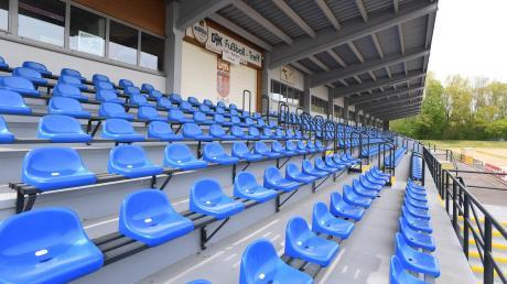 So sieht es derzeit in den Augsburger Sportstätten aus: Leere Gänge, leere Tribünen und unbenutzte Bälle. Eine längere Schließung wäre für viele Vereine fatal.