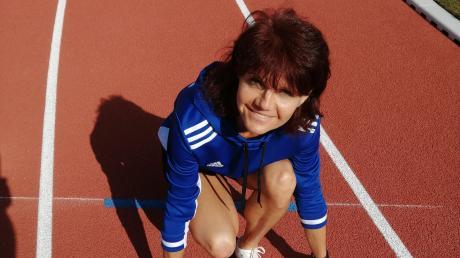 In Startposition: Birgit Motzer hält in der Altersklasse W50 die deutschen Jahresbestzeiten über 200 und 400 Meter. 2021 würde sie allzu gerne nachholen, was ihr heuer aufgrund der Corona-Pandemie verwehrt blieb: die Teilnahme und, wenn möglich, einen Titelgewinn bei den nationalen Senioren-Meisterschaften.