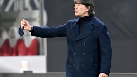 Hat mit dem DFB-Team die Ukraine vor der Brust: Bundestrainer Joachim Löw.