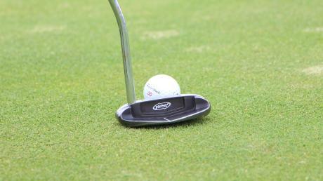 Golfer müsste man sein: Denn die Sportart ist unter Einschränkungen nach wie vor erlaubt. So auch auf der Anlage in Tegernbach.