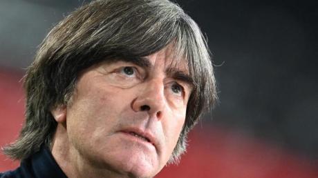 Joachim Löw darf noch mindestens bis zur EM 2021 weitermachen. Dann sollte aber wirklich Schluss für ihn sein. Ein Kommentar.