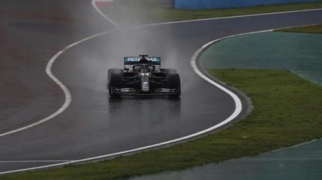 Das Samstagstraining in Istanbul wurde für Lewis Hamilton und Co. zur Rutschpartie.