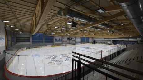 In der Burgauer Eishalle findet aktuell nur Schulsport statt. Wann die Eisbären wieder aufs Eis zurückkehren können, ist nach dem Abbruch der Saison ungewiss.