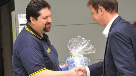Für die Ausrichtung der deutschen Senioren-Meisterschaft im Mai 2018 erhielten der TV Dillingen und Abteilungsleiter Martin Lodner (links) auch von Oberbürgermeister Frank Kunz viel Lob.