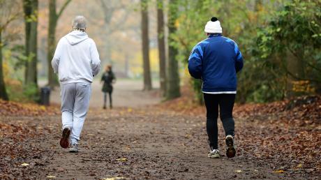 Mannschaftssport ist derzeit für Hobby-Sportler nicht möglich, ihnen bietet sich also oftmals nur die Möglichkeit zum Joggen. Auch in Augsburg gibt es viele Möglichkeiten und Strecken.