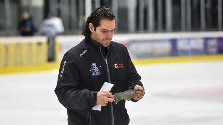 Zwei Wochen mussten HCL-Trainer Fabio Carciola und sein Team in Corona-Quarantäne. Nach der langen Pause ging es gegen Weiden erstmals wieder um Punkte in der Eishockey-Oberliga.
