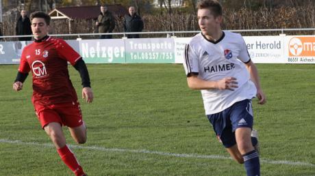 Dennis Ruisinger (rechts) verlässt den TSV Hollenbach und schließt sich dem TSV Schwaben Augsburg an