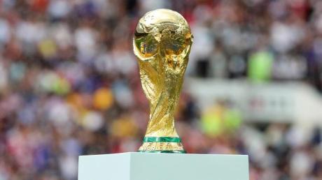 WM 2022: Wie der aktuelle Spielplan, die Termine und der Rahmenkalender für die Gruppenphase und Playoffs für die Fußball-WM 2022 aussehen, das erfahren Sie hier.