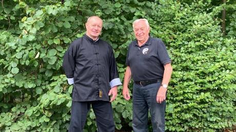 Günther Öttwös (links) und sein Vorgänger Sieghard Weiß bei erkennbar wärmeren Temperaturen als derzeit. Foto: Ralf Kreitmayr