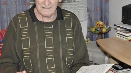 Lebt für den Fußball und seinen TSV Bäumenheim: Chronist Wolfgang Baran, 76 Jahre alt. Er will nun ein viertes Buch über den Verein schreiben.