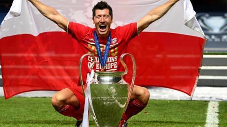 Krönt sich Robert Lewandowski nach dem Triple mit Bayern noch mit dem Titel des Weltfußballers?.