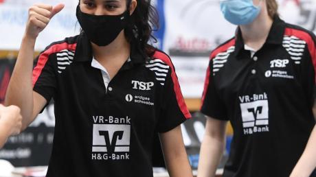 Trotz Shutdown: Die Langweiderinnen Nathaly Paredes und Charlotte Bardsley dürfen im Tischtennis-Zentrum Bad Aibling trainieren.