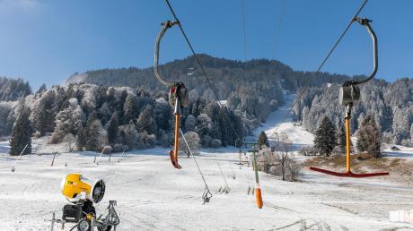 Wie hier in Bolsterlang im Allgäu sieht es auch in anderen Skiregionen aus. Dabei wären auch die Skiklubs aus dem Landkreis Günzburg in den anstehenden Weihnachtsferien nur zu gern auf die Piste gegangen.