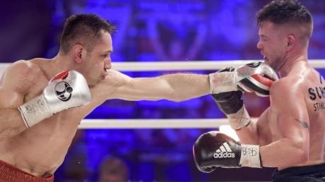 Felix Sturm (links) besiegte Timo Rost einstimmig nach Punkten.