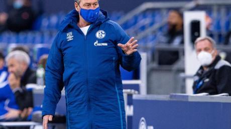 Muss mitSchalke im DFB-Pokal gegen Viertligist Ulm ran: Interimstrainer Huub Stevens.