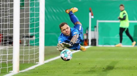 FCA-Keeper Rafal Gikiewicz tat sein Möglichstes, doch auch er konnte die drei Leipziger Treffer trotz starker Leistung des FCA nicht verhindern.