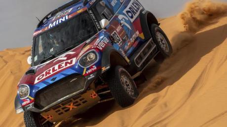 Schon 2020 hatte Saudi-Arabien die Rallye Dakar ausgerichtet: Der Pole Jakub Przygonski mit Copilot Timo Gottschalk in Aktion.