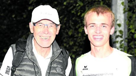 Fritz Birkner (links) bei einer der wenigen sportlichen Veranstaltungen, die in diesem Jahr im Kreis Günzburg stattfinden konnten: dem Burgauer Abendsportfest. Neben ihm Läufer Tobias Ritter vom FC Ebershausen.