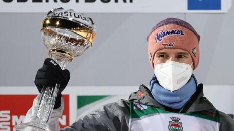 Bringt den deutschen Skispringern mit seinem Auftaktsieg in Oberstdorf Schwung: Karl Geiger.