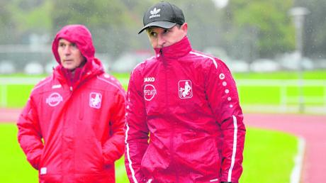 Nach einigen Partien als neues Trainer-Duo beim Bayernligisten TSV Schwaben Augsburg war für Chefcoach Janos Radoki (links) und seinen Co-Trainer Roland Bahl coronabedingt schnell wieder Pause. Die Saison wurde abgebrochen.