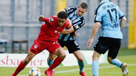 Marco Schuster (Mitte) geht vom SV Waldhof Mannheim zum SC Paderborn.