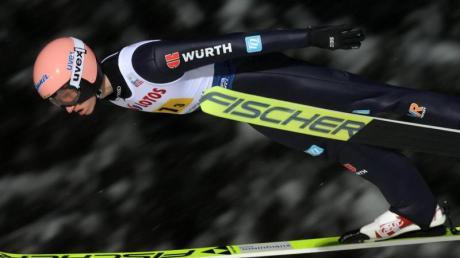 Karl Geiger landete im zweiten Durchgang nach 135,5 Metern - der weiteste Sprung im Quartett des DSV.