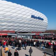 Vier EM-Partien sollen trotz der Corona-Krise in der Allianz Arena in München stattfinden. Elf Austragungsorte, elf Stadien - wir informieren über Orte und Stadien.