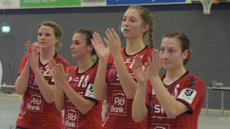 Wann Haunstettens Mannschaftsführerin Patricia Horner (ganz rechts mit Chiara Joerss, Sara Irmler und Mona Hoffmann) ihr Team wieder für ein Handball-Punktspiel in der Dritten Liga aufs Feld führen darf, steht noch in den Sternen.