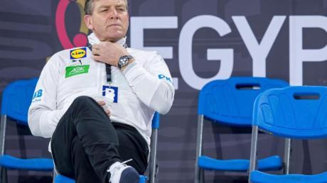 DHB-Coach Alfred Gislason. Die deutsche Mannschaft trifft in der dritten Partie der Hauptrunde der Handball-WM auf Polen. Wo das Spiel live im Free-TV, Live-Stream übertragen wird und Infos zum Spielplan, Termin und der Uhrzeit finden Sie hier.