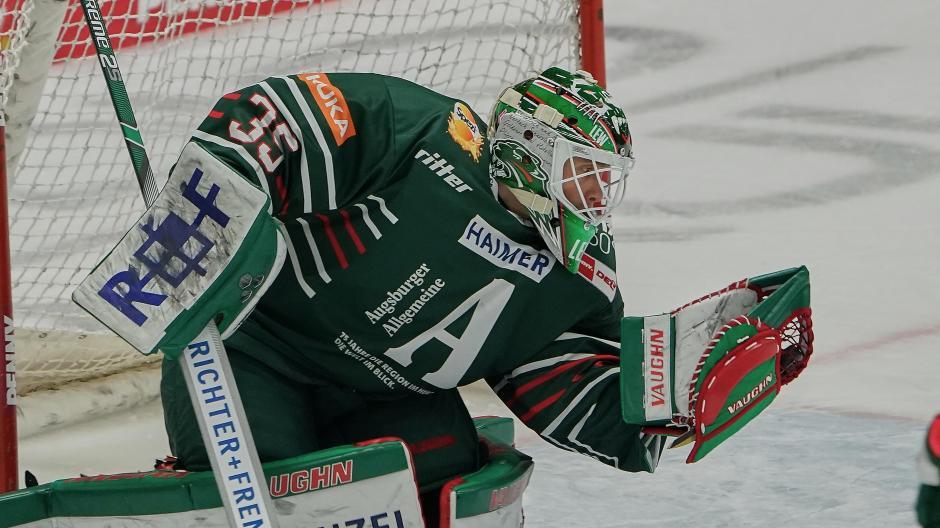Hat die Scheibe sicher im Griff: AEV-Torwart Markus Keller zeigt sich gegenüber der Vorsaison verbessert.