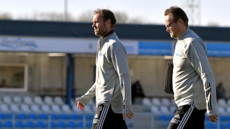 Der Illertisser Cheftrainer Marco Konrad (links) und sein Assistent Timo Räpple während der kurzen Lockerung im bayerischen Fußball im November im Vöhlinstadion.