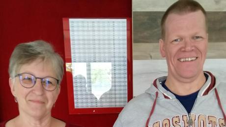Rita Lindner und Chris Wassermann wurden für ihre Tätigkeit im Schiedsrichterwesen mit der Verdienstnadel des BTTV ausgezeichnet.