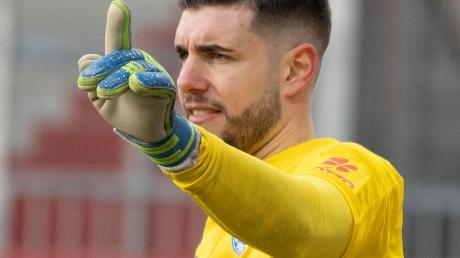 Seit Ioannis Gelios den FCA verlassen hat, geht es für ihn nach oben. Mit Holstein Kiel sorgt er in der 2. Bundesliga und im DFB-Pokal für Furore.