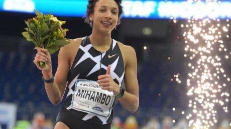Malaika Mihambo jubelt über ihren Sieg beim Istaf-Indoor.