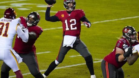 Quarterback Tom Brady (M.) ist der Spielmacher der Tampa Bay Buccaneers.