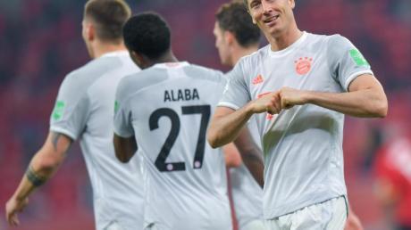 Glänzte mit einem Doppelpack gegen Al Ahly Kairo zum Start des FC Bayern München in die Club-WM: Robert Lewandowski (r).