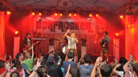 Die Dorfrocker – hier bei einem Auftritt in Bellenberg vor zwei Jahren – sind immer ein Garant für Riesenstimmung.