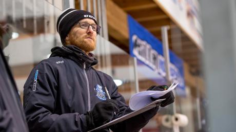 Torwarttrainer Michael Falkenberger nimmt die Keeper des HC Landsberg in Schutz.