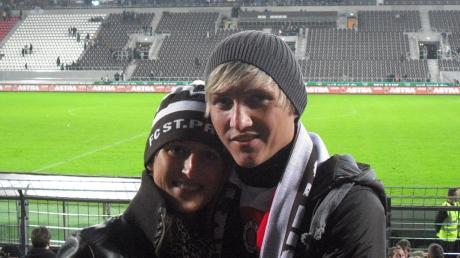 Der Lauinger Florian Baierl zusammen mit seinem Liebling, Ehefrau Kerstin, bei einem seiner vielen Besuche im Stadion seines Lieblingsvereins FC St. Pauli am Millerntor in Hamburg.