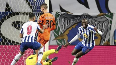 Moussa Marega (r) sorgte mit seinem Tor zum 2:0 für die Vorentscheidung beim Sieg vom FCPorto gegen Juventus Turin.