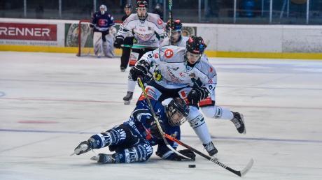 Der HC Landsberg (unten Dennis Sturm) ist gegen Höchstadt gewaltig ausgerutscht. Fast wäre die Niederlage noch zweistellig geworden.