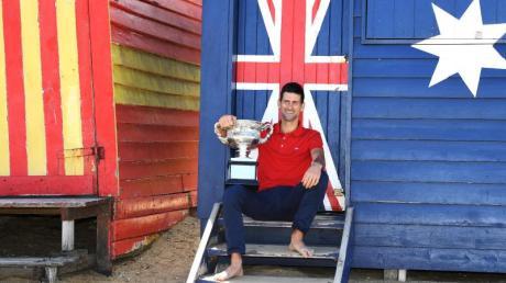 Australian-Open-Sieger Novak Djokovic ließ es sich nach seinem Triumph am Brighton Beach in Melbourne gut gehen.