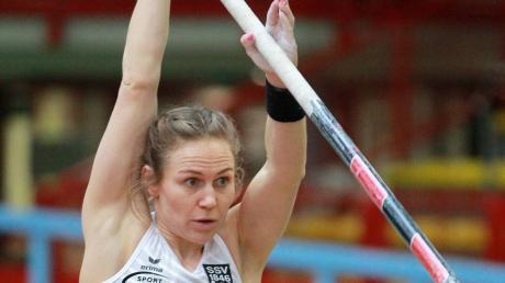 Volle Konzentration und bis zu einer Höhe von 4,31 Metern hat es ja auch prima geklappt. Dann passte es plötzlich nicht mehr, die Silbermedaille brachte Stefanie Berndorfer trotzdem mit aus Dortmund.