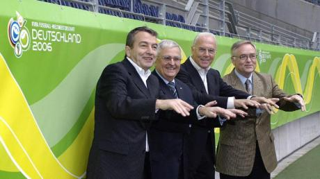 Das Präsidium des OK für die Fußball-WM 2006(l-r): Vizepräsident Wolfgang Niersbach, Vizepräsident Theo Zwanziger, Präsident Franz Beckenbauer und der 1. Vizepräsident Horst R. Schmidt.
