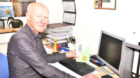 Seit 1989 ist Viktor Merenda ununterbrochen Vorsitzender des FC Gundelfingen und dabei nicht nur wegen des 100-jährigen Vereinsjubiläums vor allem an seinem Schreibtisch gefordert.