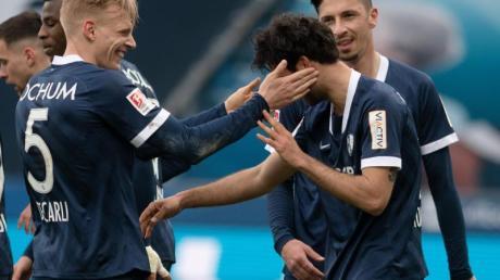 Der VfL Bochum hat in der 2. Liga die Tabellenführung übernommen.