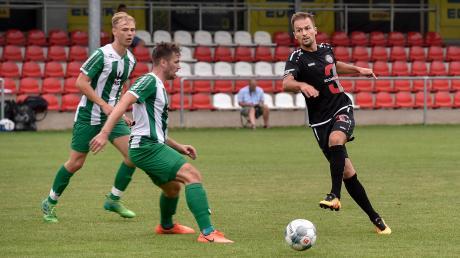 Wann rollt beim TSV Landsberg (rechts Muriz Salemovic) wieder der Ball? Erste Planungen für einen möglichen Trainingsstart gibt es.